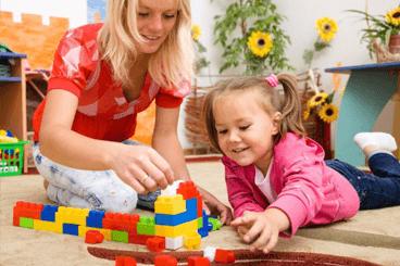 Как правильно играть в конструктор с малышом?